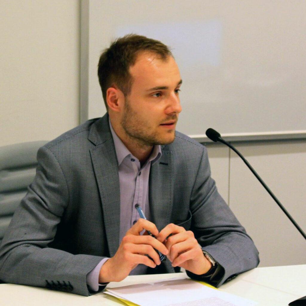 Dr Bartosz Dondelewski